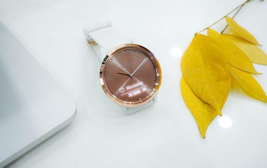 Smartwatch o wyglądzie zegarka